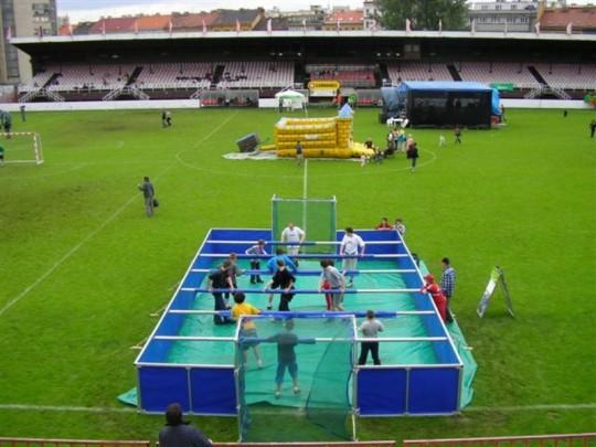 Lidský stolní fotbal