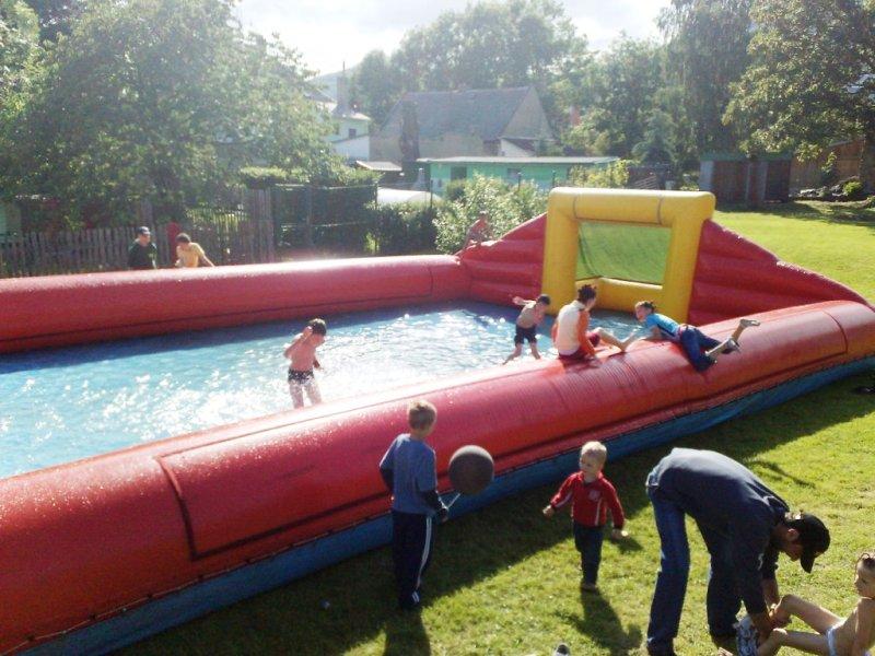 Nafukovací hřiště pro vodní fotbal a florbal
