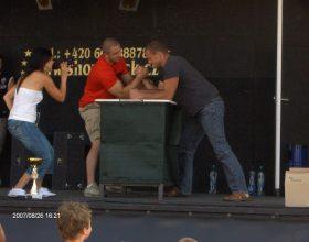 stůl na páku – armwrestling