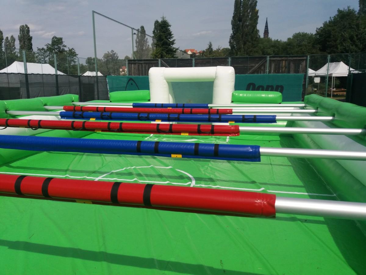 Lidský stolní fotbal – nafukovací varianta