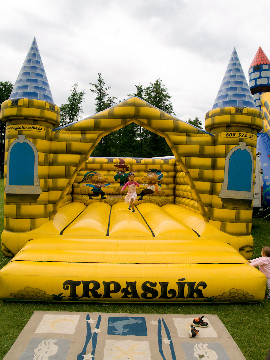 Skákací hrad Trpaslík – atrakce k pronájmu