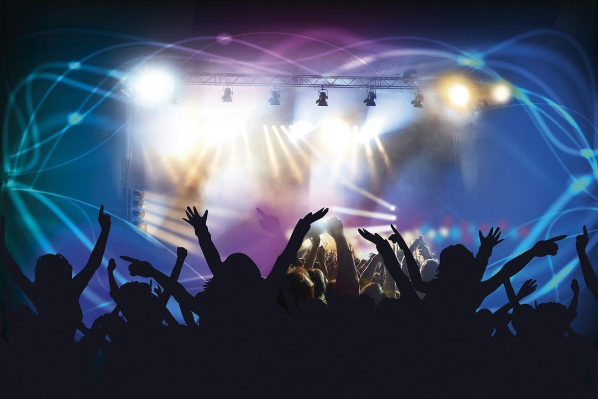 pronájem technického vybavení pódium a osvětlení, ozvučení