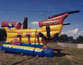 Nová atrakce v nabídce: Skákací hrad ve tvaru pirátské lodi!